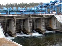 Dam voor waterbeheersing stock fotografie