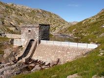 Dam, waterbezinning en hemel Stock Foto's