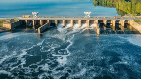 Free Dam With Flowing Water Through Gates. Hydroelectric Power Station, Aerial Top View Royalty Free Stock Images - 188678669