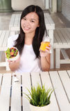 Dama je zdrowego jedzenie Zdjęcia Stock