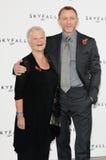 Dama Judi Dench, Daniel Craig, Judi Dench, (dama) Judi Dench, James Bond Foto de archivo