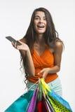 Dama na zakupy podczas sezonowych rabatów Zdjęcie Stock