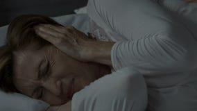 Dama no może spać opłatę okropna migrena powodować hałasem przy nocą, bezsenność zdjęcie wideo