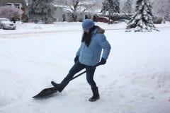 Dama Przeszuflowywa śnieg Zdjęcia Stock