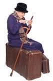 dama stara siedzi walizkę Fotografia Royalty Free