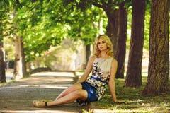 Dama w parku zdjęcia stock