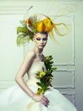 Dama z awangardowym włosy zdjęcie royalty free