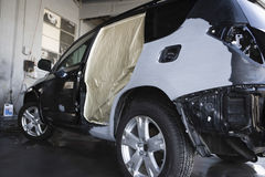 Damaged SUV In Garage Royalty Free Stock Photos