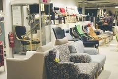 Damansara, Malaysia - 26. August 2017: breite Palette der Lehnsesselanzeige bei IKEA Malaysia Ikea wurde in Schweden im Jahre 194 Stockbilder
