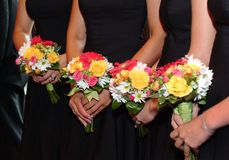 Damas de honra e ramalhetes foto de stock royalty free