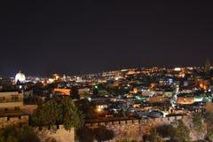 Damascus portingång på den gamla staden Jerusalem Palestina Israel på natten med ljus under Ramadan royaltyfria foton