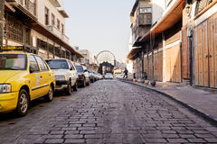 DAMASCUS SYRIEN - NOVEMBER 16, 2012: Vanlig dag på al-Hamidiyah Souq i den gamla staden av Damascus Basaren är den största souken Royaltyfri Fotografi