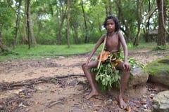 Dambana, Sri Lanka, 12 November, 2015: Inheemse jonge jongen, gelijkaardige Mowgli Royalty-vrije Stock Afbeelding