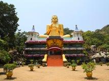 Dambula guld- tempel i Sri Lanka arkivfoto