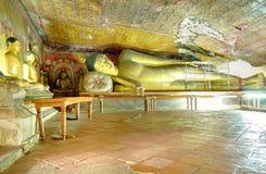 Dambulla有放置的菩萨雕象洞寺庙 免版税库存图片