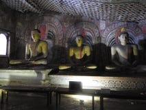 Золотой висок Dambulla место всемирного наследия и имеет итог итога 153 статуй Будды, 3 статуй шриланкийск стоковые изображения rf