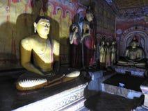 Золотой висок Dambulla место всемирного наследия и имеет итог итога 153 статуй Будды, 3 статуй шриланкийск стоковая фотография