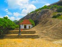 Dambulla Sri Lanka - April 30, 2009: Tempel för buddist`-grotta Arkivbild