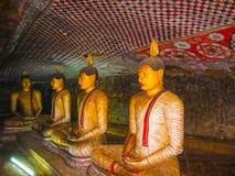 Dambulla, Sri Lanka - 30 aprile 2009: I buddisti scavano il tempio Immagini Stock Libere da Diritti