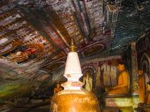 Dambulla, Sri Lanka - 30 de abril de 2009: Templo da caverna do ` dos budistas Fotos de Stock Royalty Free