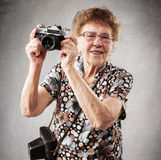 Dame âgée avec l'appareil-photo Images libres de droits