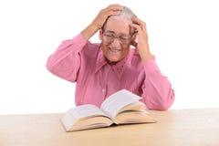 Dame âgée avec le livre Images stock