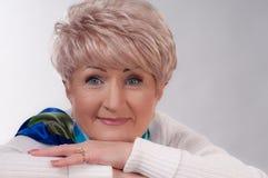 Dame âgée de charme dans le blanc Photos libres de droits