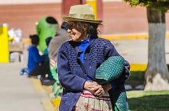 Dame âgée traditionnelle péruvienne Canta - à Lima photos libres de droits