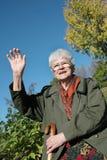 Dame aînée au-revoir photos libres de droits