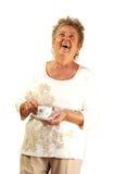 Dame aînée avec la cuvette de café. Images libres de droits