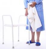 Dame aînée près de siège de douche Photos stock