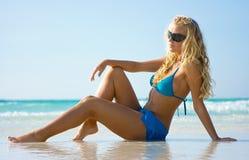 Dame auf dem Strand Stockfoto
