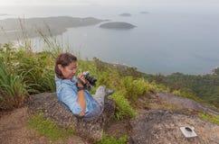 Dame auf Standpunkt Pha Hin Dum lizenzfreies stockfoto