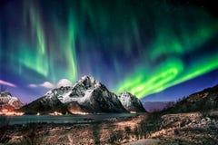 Dame Aurora danst in het midden van de nacht Stock Afbeeldingen