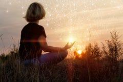 Dame belast met meditatie stock afbeeldingen