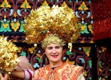 Dame blanche dans le custume traditionnel Photo stock