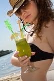 Dame chaude avec la boisson froide photos stock