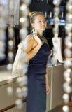 Dame in de boutique Royalty-vrije Stock Foto