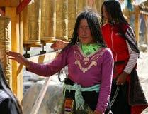 Dame de deux Tibétains un pélerinage Images libres de droits