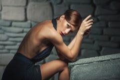 Dame de portrait de beauté dans le noir Image libre de droits