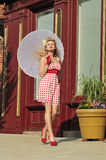 dame des années 40 avec le parapluie Image libre de droits