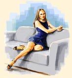 Dame, die auf dem Sofa verbogenen Fahrwerkbein sitzt. Stockbilder