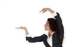 Dame, die auf Palme zeigt Lizenzfreie Stockfotos