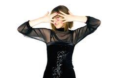 Dame die haar gezicht behandelt met haar handen Stock Afbeelding