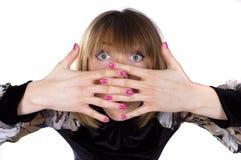 Dame die haar gezicht behandelt met haar handen Royalty-vrije Stock Fotografie