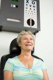 Dame die het onderzoek van de oogtest heeft Royalty-vrije Stock Foto