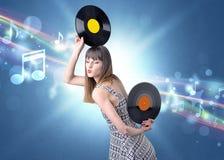 Dame die vinylverslag houden stock afbeelding