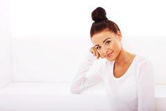 Dame in het Concept van het Wit, van de Gezondheid en van het Welzijn royalty-vrije stock fotografie