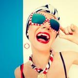 Dame heureuse d'été Vacances, mer, émotions Image libre de droits