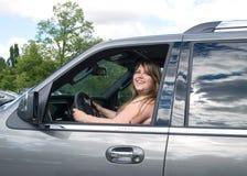 Dame im Auto Stockbild